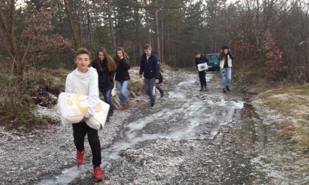 Mladi volonteri pomažu svojim starijim mještanima